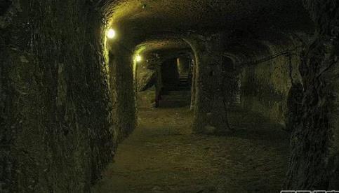 土耳其地下洞穴城市